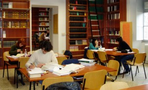 Biblioteca università