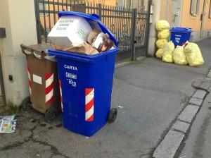 rifiuti-marciapiede