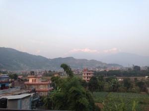Veduta di Pokhara e dell'Annapurna dal tetto dell'orfanotrofio