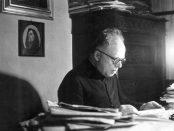 Don mazzolari nel suo studio. Fonte di Agensir
